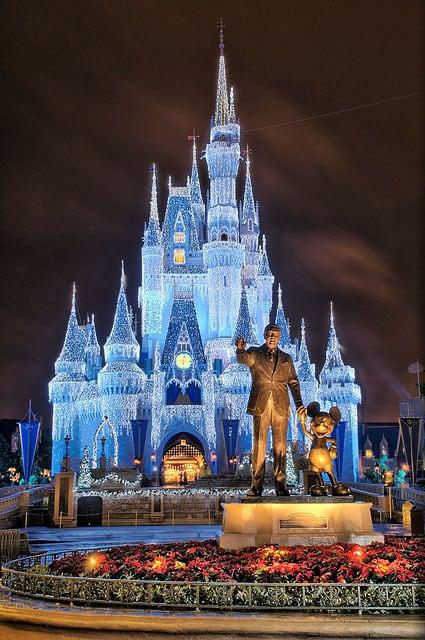 Cinderella Castle Christmas Lights.Disney Christmas Cinderella Castle Lights Everythingmouse