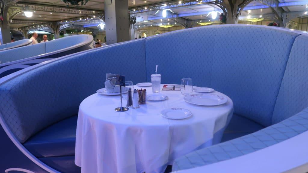 disney cruise table size