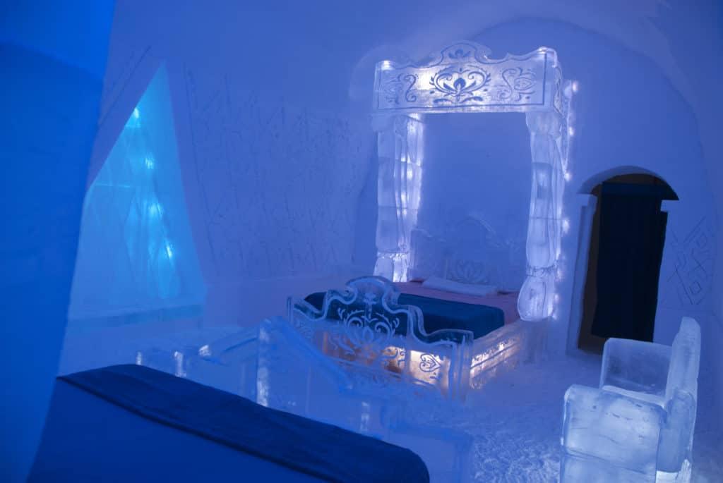 disney frozen themed suite hotel de glace. Black Bedroom Furniture Sets. Home Design Ideas