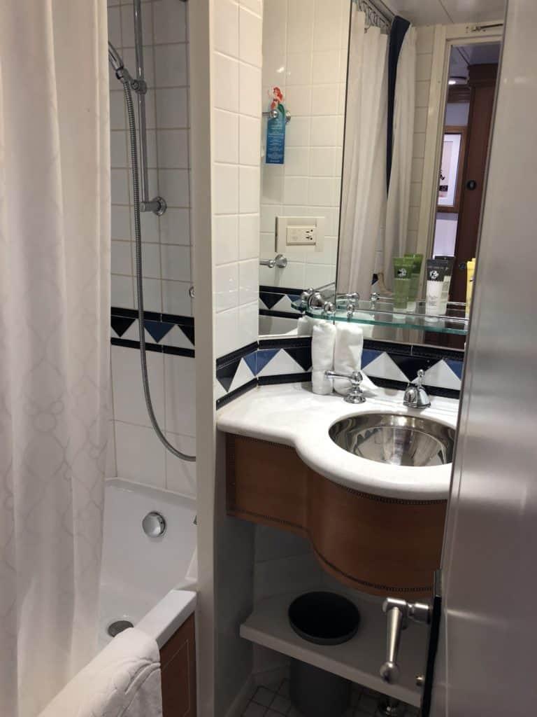 disneywondersplitbathroom