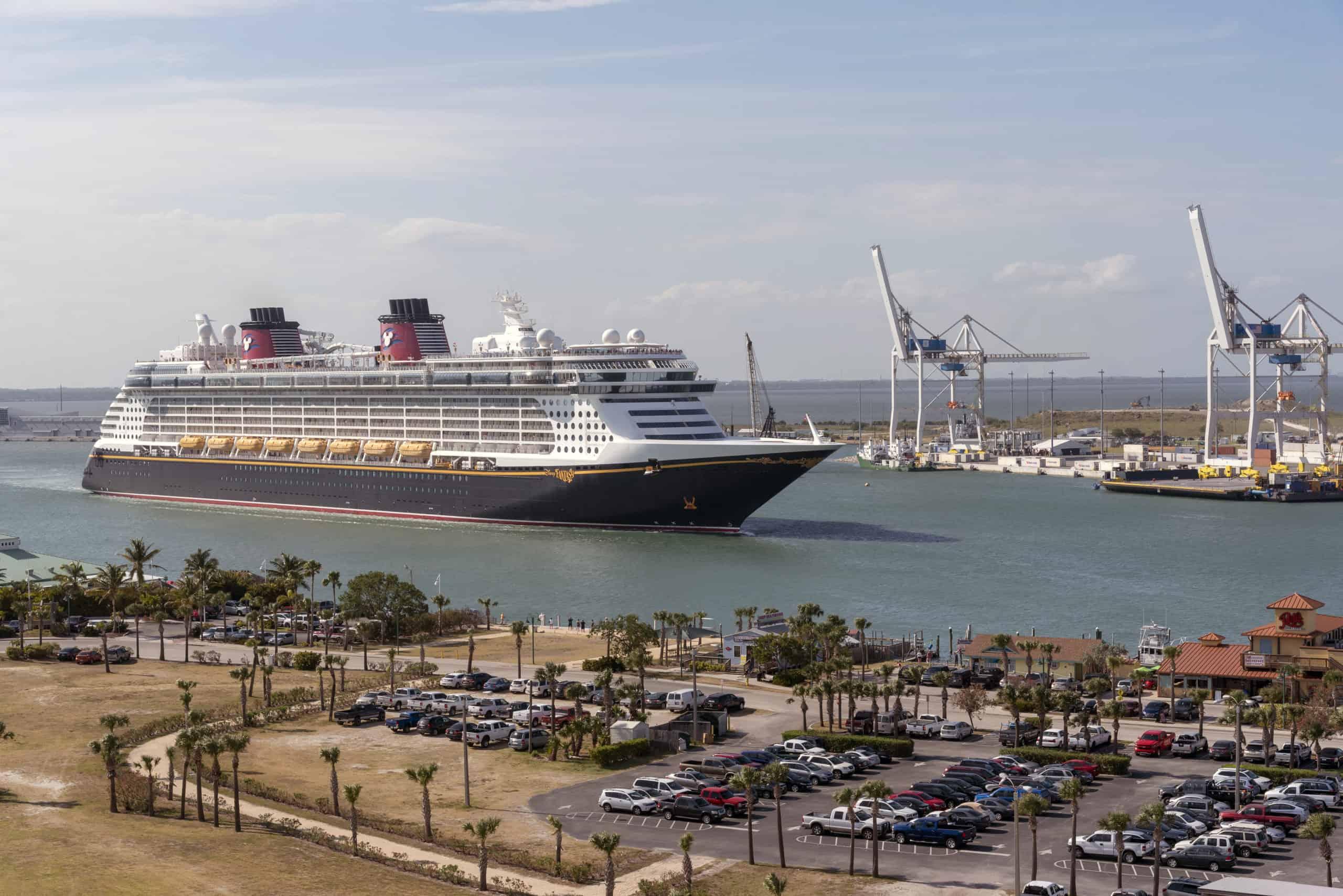 Disney cruises sail again